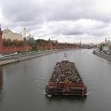 Минстрой считает допустимым безопасный вывоз мусора по железной дороге или баржами